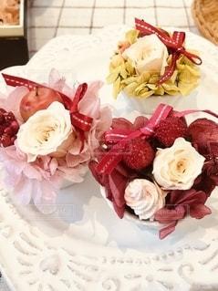 花のように見えるように作られたケーキの写真・画像素材[2734945]