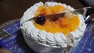ケーキを切る瞬間の写真・画像素材[2825961]
