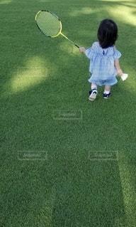 子供とバドミントンの写真・画像素材[2637323]