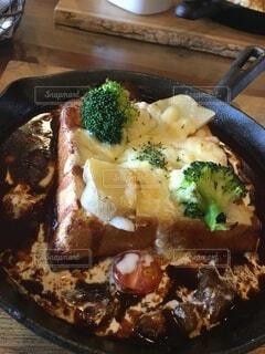 ブロッコリーと一緒に食べ物のプレートの写真・画像素材[4191173]