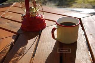 キャンプの朝のコーヒーの写真・画像素材[3874095]