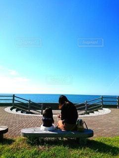 海沿いで一休みの写真・画像素材[2652988]