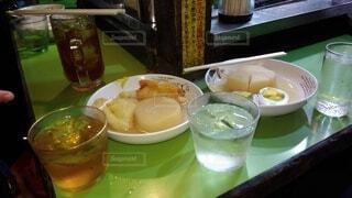 一杯の食べ物とワイン1杯の写真・画像素材[4191158]