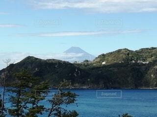 湖の真ん中にある島の写真・画像素材[4842428]
