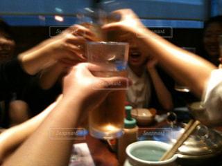 飲み物,ジュース,人物,イベント,グラス,お茶,高校生,乾杯,ドリンク,パーティー,体育祭,打ち上げ,手元,女子校,盛り上がる,ソフトドリンク,ソフトド リンク
