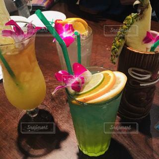 飲み物,お酒,南国,鮮やか,人物,オシャレ,イベント,グラス,カクテル,ハワイ,乾杯,ドリンク,パーティー,酒,ハワイアン,手元,パリピ