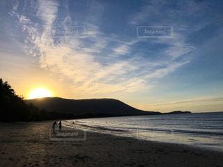 自然,風景,海,空,湖,太陽,ビーチ,雲,綺麗,青,砂浜,夕焼け,夕暮れ,水面,海岸,山,景色,オレンジ,光,太陽光,眺め,日中,クラウド