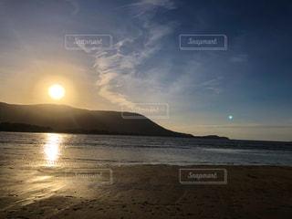 自然,風景,海,空,屋外,太陽,ビーチ,綺麗,青,水,砂浜,夕暮れ,海辺,水面,海岸,山,光,月,日中,クラウド