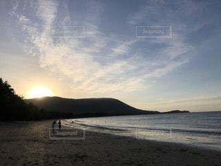 自然,風景,海,空,太陽,ビーチ,雲,砂浜,水面,海岸,山,光,クラウド