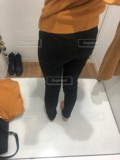 女性,1人,足,太もも,お尻,ぽっちゃり,ダイエット,ジーパン,デブ,試着,ズボン,むくみ,下半身,パツパツ,下半身太り,下半身デブ