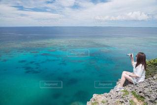 女性,自然,海,空,屋外,青い海,崖,旅行,宮古島,フォトジェニック