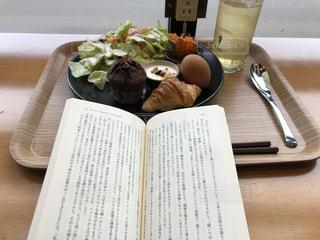 モーニングと読書の写真・画像素材[2901012]