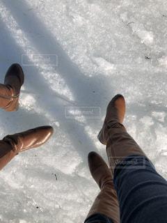流氷をブーツで歩くの写真・画像素材[2702761]