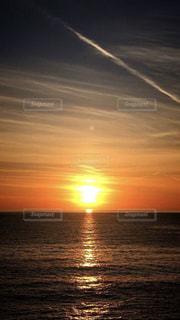 登る朝日の写真・画像素材[2795359]
