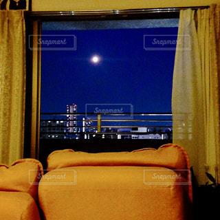 月が綺麗な日の写真・画像素材[2797692]