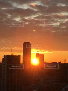 空,建物,屋外,太陽,光,高層ビル,日の出