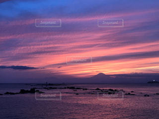 自然,風景,海,空,富士山,屋外,太陽,ビーチ,雲,夕暮れ,水面,海岸,オレンジ,光,美しい,湘南,葉山,グラデーション,クラウド
