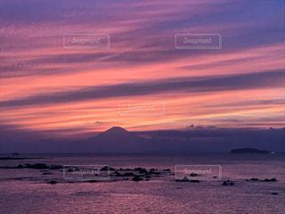 自然,風景,海,空,富士山,屋外,太陽,ビーチ,雲,夕焼け,夕暮れ,水面,海岸,オレンジ,光,江ノ島,湘南,葉山,グラデーション,クラウド