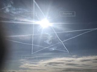 空,屋外,太陽,晴れ,光,星,宮崎,航空機,航空自衛隊,景観,ブルーインパルス,日中,クラウド,星形,新田原基地,新田原