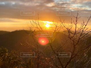 自然,風景,空,屋外,太陽,雲,山,光,登山,樹木,日の出,明るい,初日の出,日中