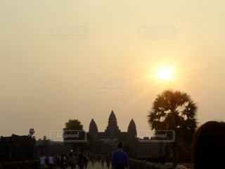 空,屋外,海外,太陽,観光地,世界遺産,光,樹木,旅行,日の出,カンボジア,アンコールワット