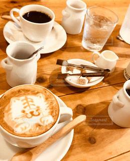 トラちゃんとコーヒーの写真・画像素材[2871057]