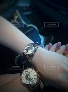 カップルと腕時計の写真・画像素材[3784874]