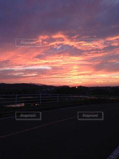 輝く夕焼けの写真・画像素材[2680756]