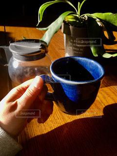 テーブルの上のコーヒー1杯の写真・画像素材[2723392]