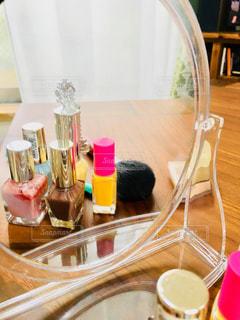 かわいい,鏡,美容,ミラー,コスメ,化粧品,マニキュア,ミラー越し,おしゃれ,鏡越し