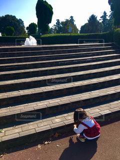 階段とこどもの写真・画像素材[2746878]