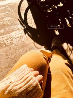 自転車の影と光と人物の写真・画像素材[2788623]