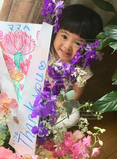 小さな女の子からママへの写真・画像素材[3192326]