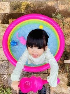 水遊びをする女の子の写真・画像素材[3552517]