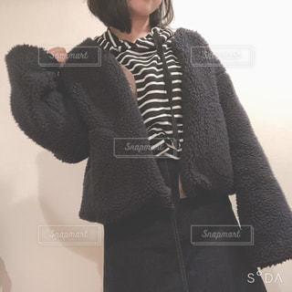 ファッション,冬,黒,ボーダー,人物,コーディネート,コーデ,ブラック,パーカー,もこもこ,黒コーデ,ボア,ボアジャケット