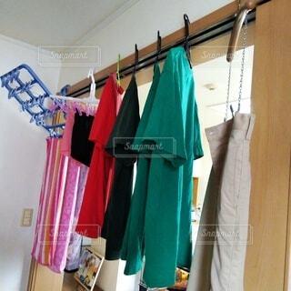 室内干しの洗濯物の写真・画像素材[3779567]