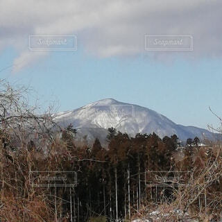 晴天の雪山の景色の写真・画像素材[4141307]