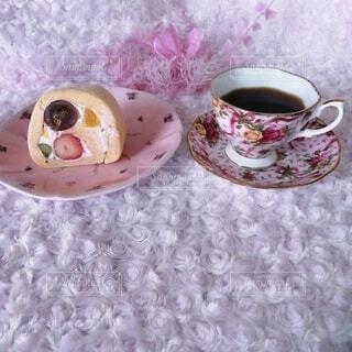 ロールケーキでおうちカフェの写真・画像素材[4331365]