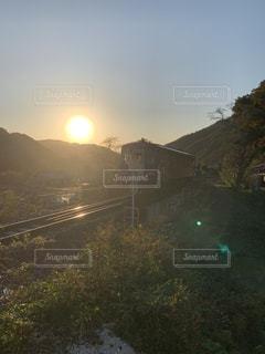 自然,空,屋外,太陽,山,光,逆光,列車,鉄道