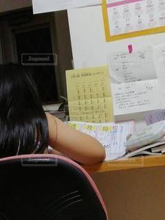 リビング,屋内,室内,時計,勉強,8歳,自宅,漢字,自習,学習,算数,苦手,3年生,嫌い,自宅学習