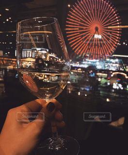 恋人,飲み物,風景,屋内,観覧車,ガラス,人物,イベント,ワイン,グラス,記念日,乾杯,バー,ドリンク,パーティー,デート,手元