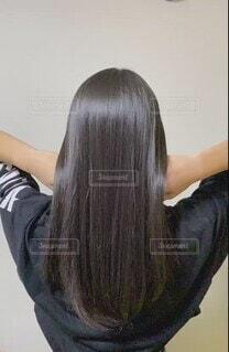 女性,10代,ロングヘア,少女,人物,人,トリートメント,美容院,ストレートヘア,ツヤツヤ,長い,動き,サラサラ,艶髪,天使の輪,髪質改善,後髪