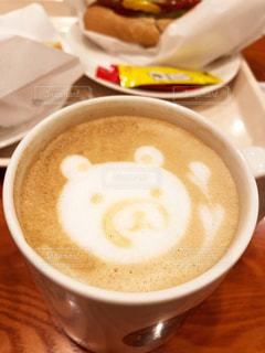 テーブルの上のコーヒー1杯の写真・画像素材[2890368]