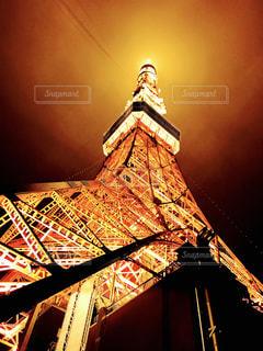 夜にライトアップされた東京タワーの写真・画像素材[2763343]