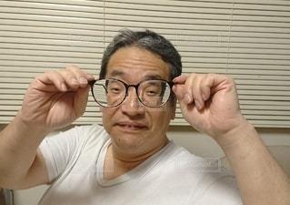 男性,家族,読書,眼鏡,リラックス,人,くつろぎ,メガネ,だんらん,よく見える