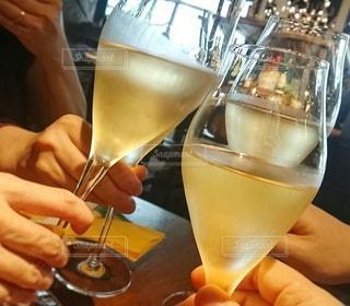 飲み物,椅子,テーブル,人物,イベント,ワイン,グラス,乾杯,飲み会,ドリンク,女子会,パーティー,手元