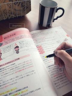 本,マグカップ,書類,紅茶,勉強,紙,自宅,テキスト,データ,コーヒー カップ
