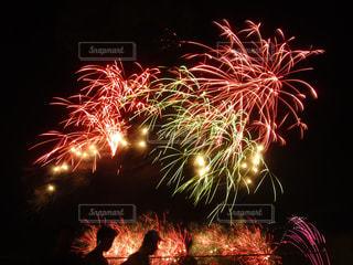 ピンク,緑,赤,花火,花火大会,人影,筑後川
