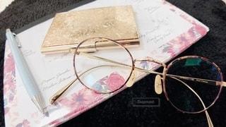 ファッション,アクセサリー,屋内,小物,眼鏡,ペン,ノート,文房具,メガネ,メガネフォト