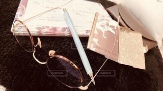 ファッション,アクセサリー,屋内,眼鏡,ペン,ノート,文房具,名刺入れ,メガネ,眼鏡ケース,メガネフォト